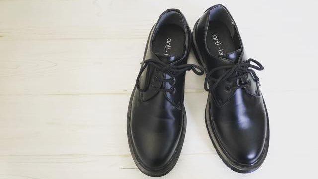 ドクターマーチンに似てる革靴