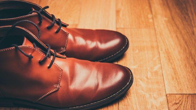 合皮の革靴